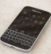 Mobil-Blackberry-Classic-cerny-chybi-tlacitko-